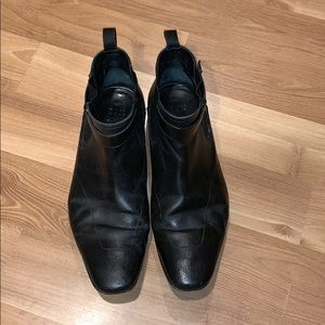 Hugo Boss ankle boot black leather sze 10